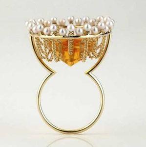 gemstone ring by world luxury jeweller Hester Vonk Noordegraaf